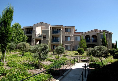 The Phoenician Apartments | Roseville CA | Grounds