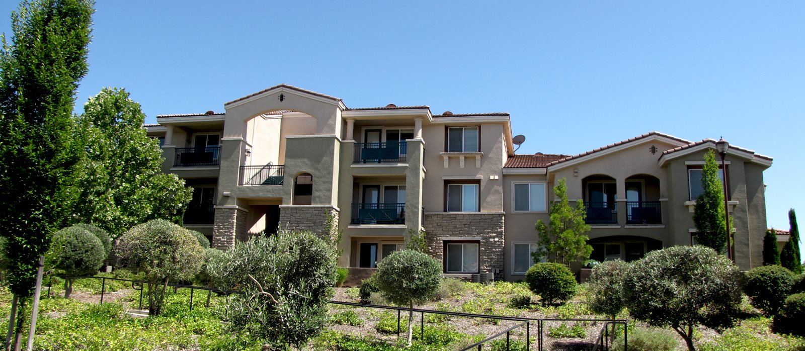 Apartments in Roseville, CA l The Phoenician Apartments
