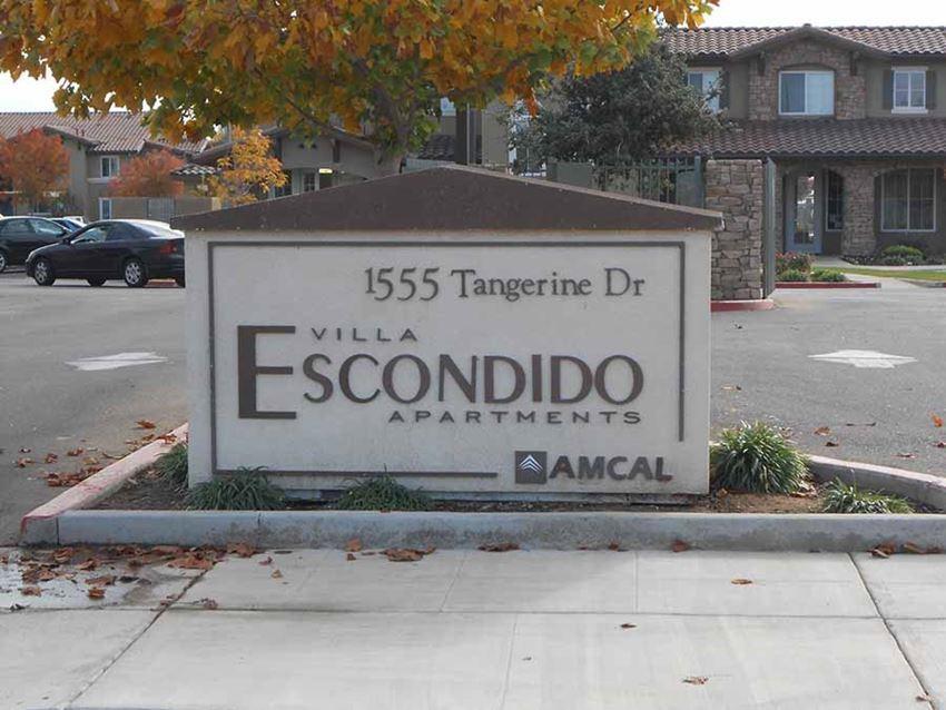 Monument sign l Villa Escondido Apartments in Orange Cove CA