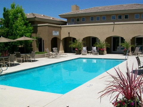 Roseville, CA Apartments - Vineyard Gate Sparkling Pool