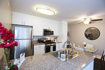 4767 S Moorpark Avenue 1 Bed Apartment for Rent Photo Gallery 1