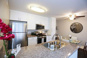 4767 S Moorpark Avenue 1-3 Beds Apartment for Rent Photo Gallery 1