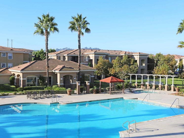 Pool and Clubhouse | Waterstone at Moorpark in Moorpark apts for rent