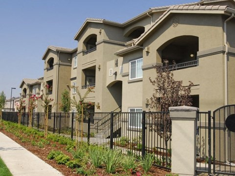 Exterior Buildings Apartments in Modesto, CA l Villas at Villaggio