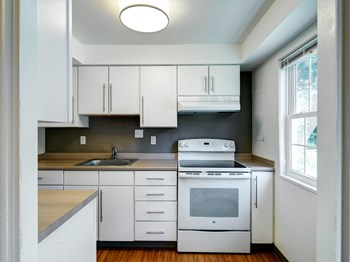 1 Beacon Circle 3 Beds Apartment for Rent Photo Gallery 1