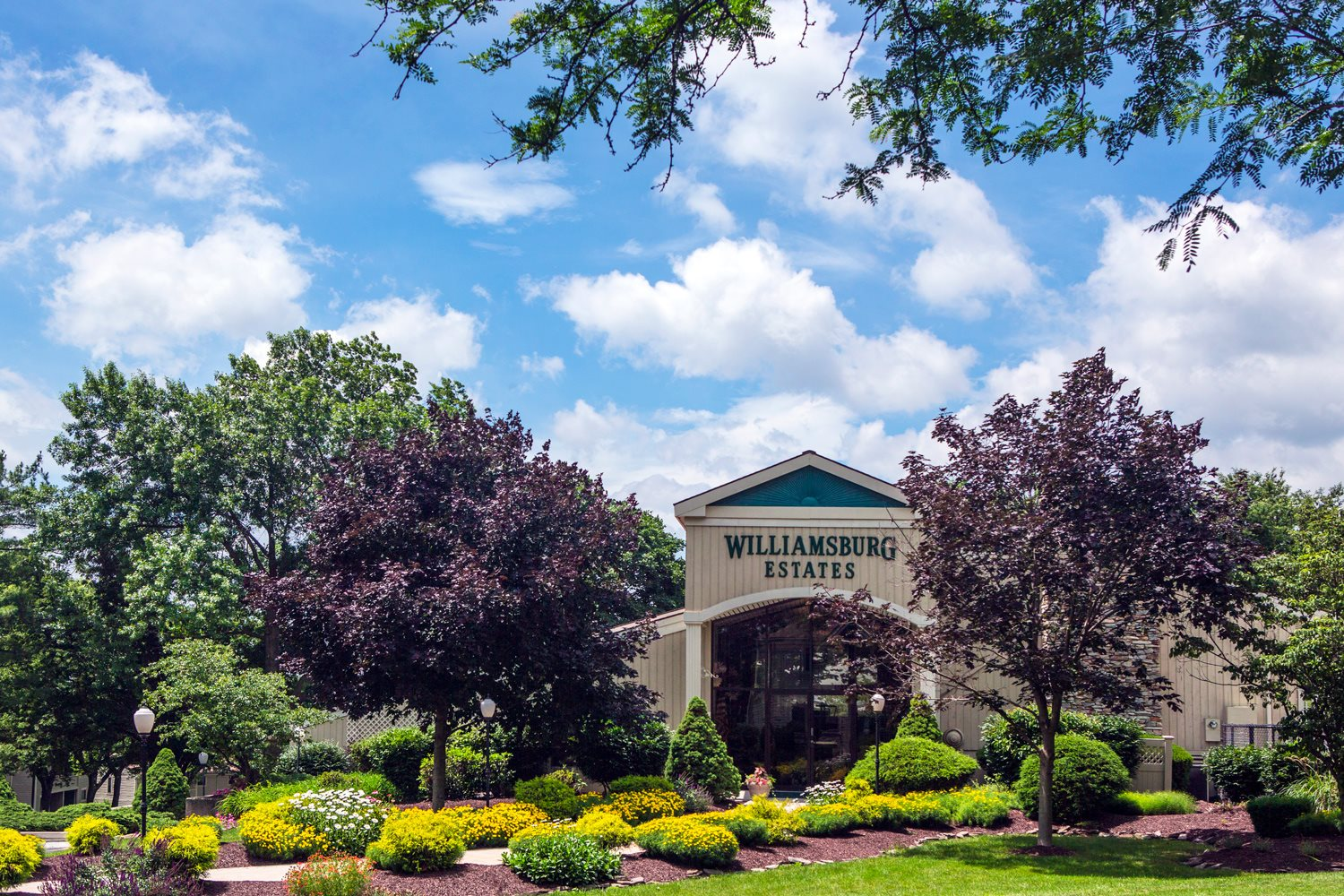 Community clubroom at Williamsburg Estates in Harrisburg, PA