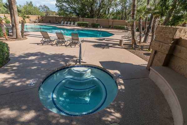 Outdoor pool and hot tub Colonia and Hacienda Del Rio Apartment Homes, 4545 North Via Entrada, Tucson, AZ, 85718