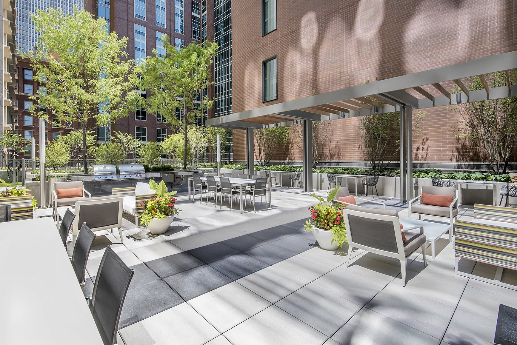 Rooftop Terrace with Seating and Landscaping at State and Chestnut Apartments, Chicago, IL