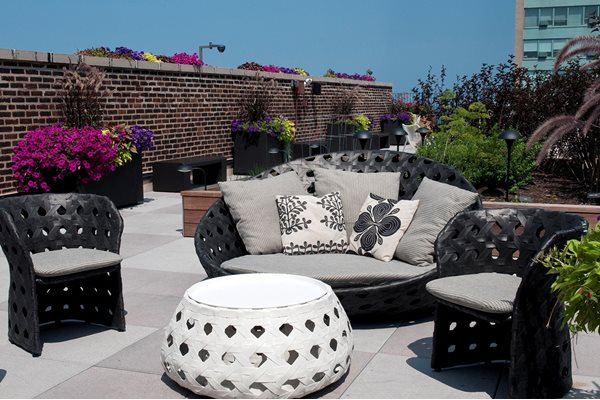 Sun Deck at The Belmont by Reside  Chicago  IL 60657. The Belmont by Reside Apartments  3170 N Sheridan Rd  Chicago  IL