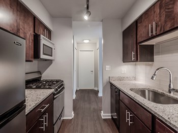 707 W Sheridan Rd Studio-2 Beds Apartment for Rent Photo Gallery 1