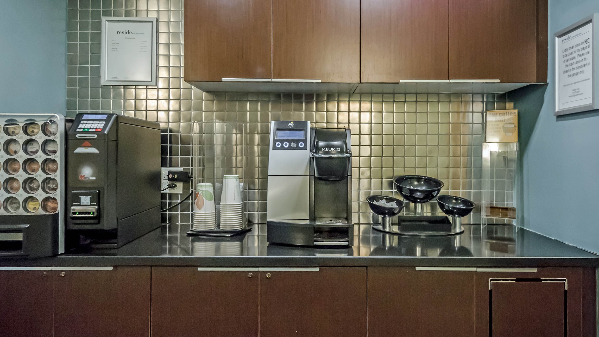 Coffee Bar at Reside 707 Apartments, Chicago, 60613-3223