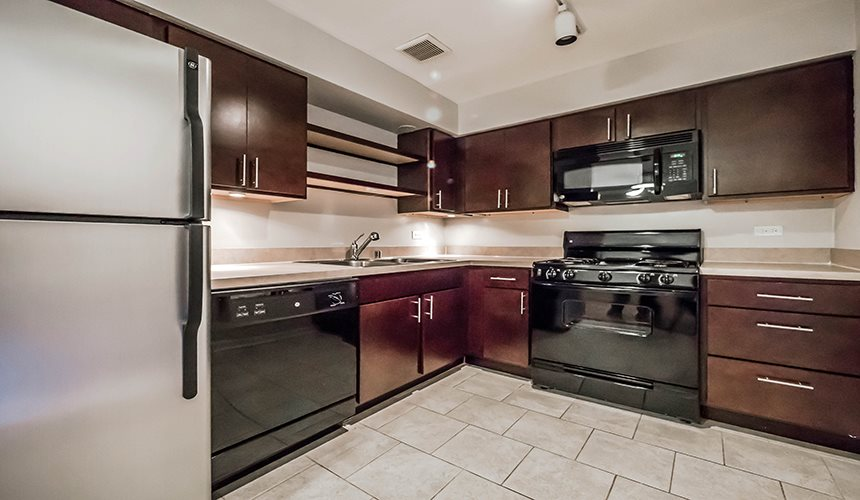 Black Appliances at Reside 707 Apartments, 707 W Sheridan Rd, Chicago