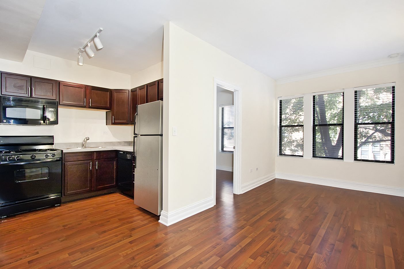 Hardwood Floors at Reside on Clarendon, Chicago, IL,60613