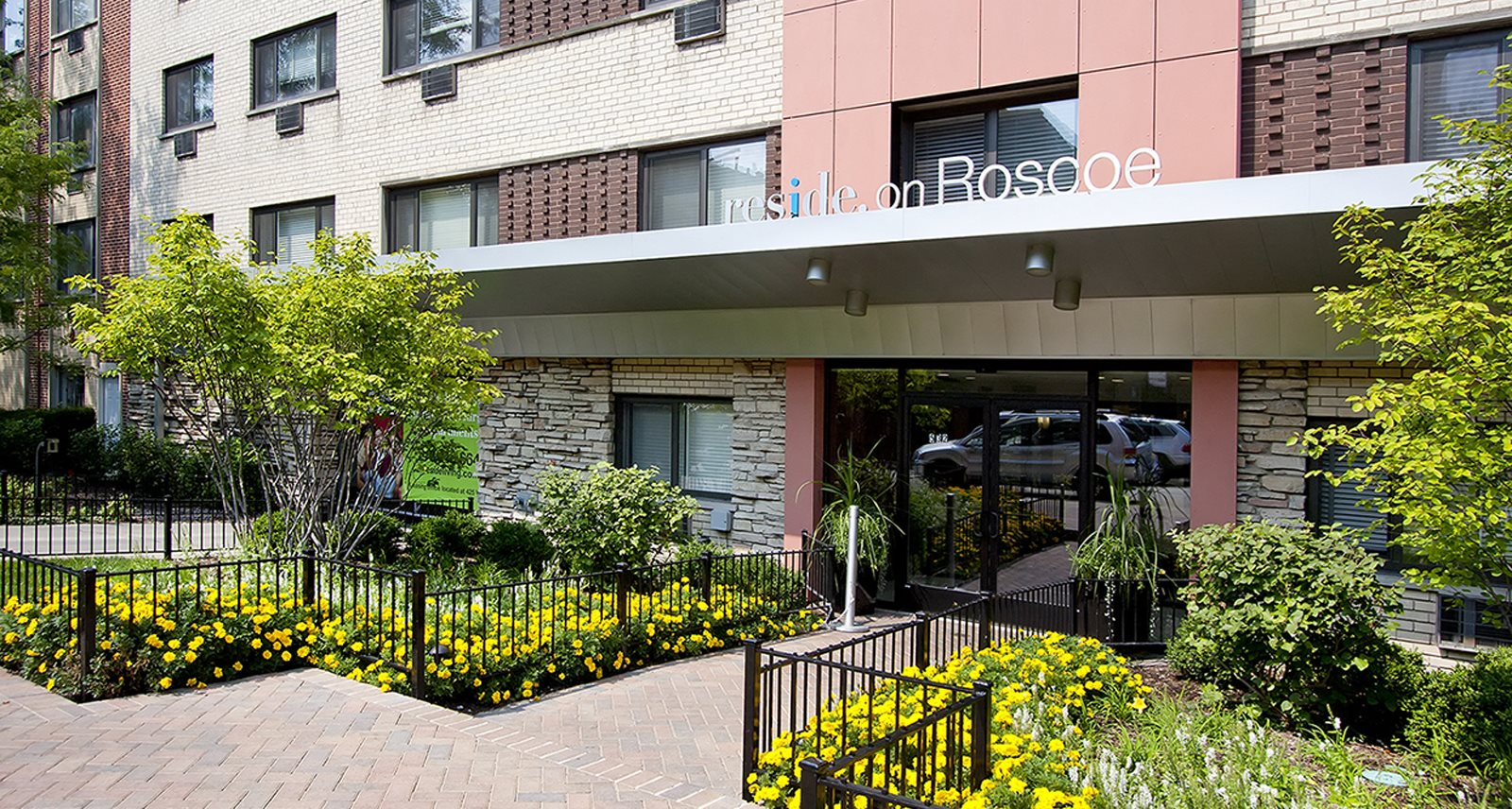 reside on roscoe apartments in chicago il