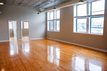 1471 N Milwaukee Ave 1 Bed Apartment for Rent Photo Gallery 1