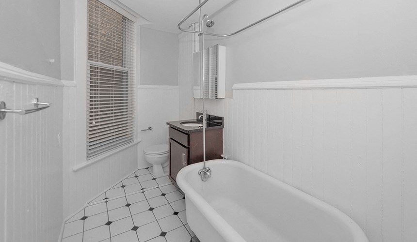 Updated Bathrooms with Vintage Charm at 846 W Armitage, Chicago, IL,60614