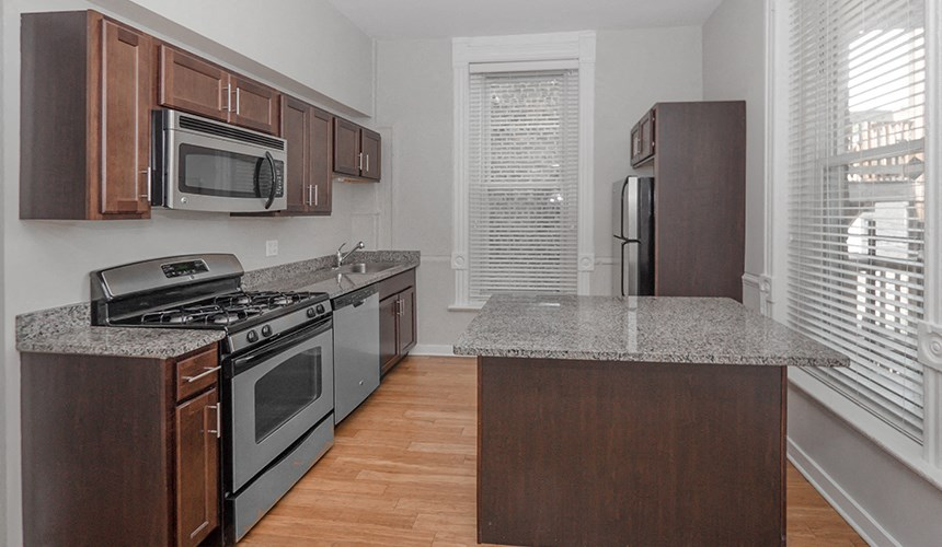 Spacious 2 bedroom apartments at 846 W Armitage, Chicago, IL,60614