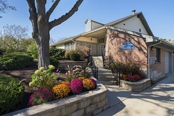 1445 E Evergreen Dr 1-2 Beds Apartment for Rent Photo Gallery 1
