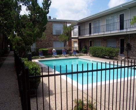 Apartments with a pool in Houston