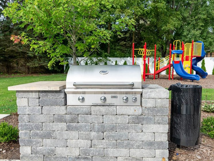 outdoor grill at Forest Pointe apartments