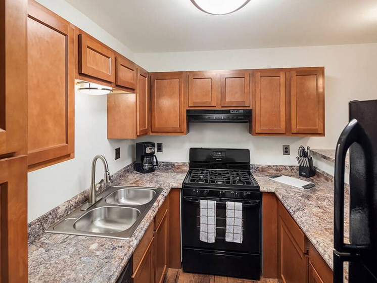 spacious kitchen at Forest Pointe apartments