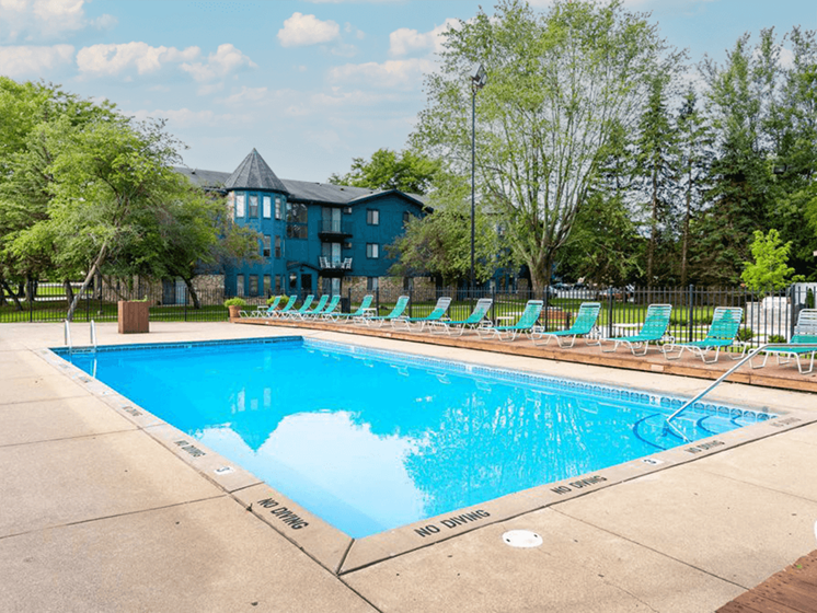 Swimming pool at Forest Pointe apartments