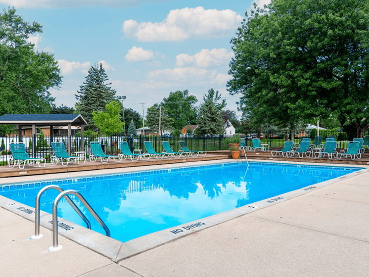 Grand Rapids apartments with swimming pool