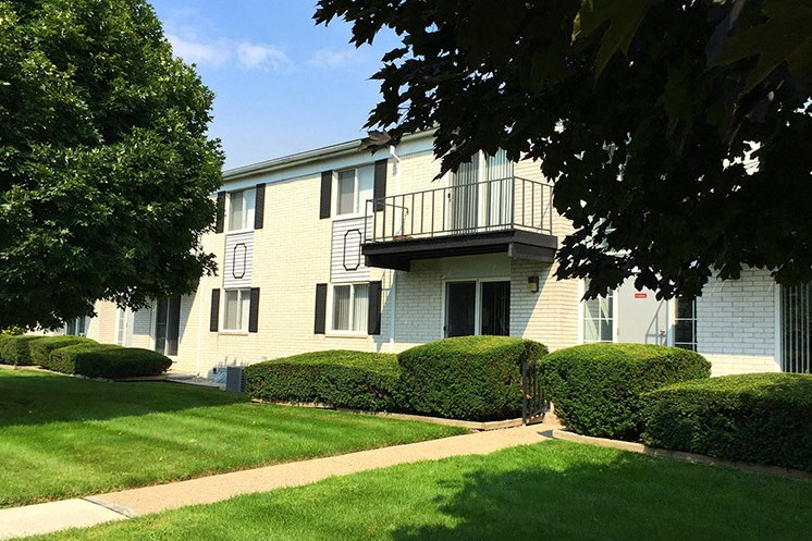 Meticulous Landscaping at Regents Court Apartments,Michigan, 48185