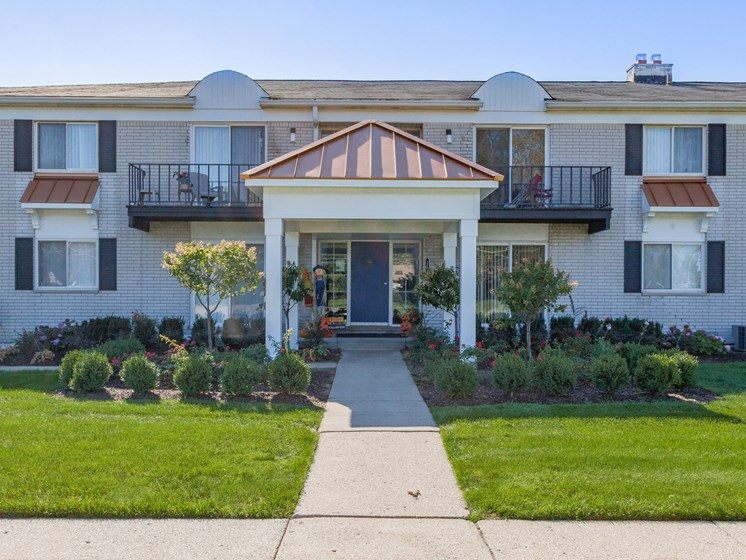 Comfortable Apartments with Thoughtful Amenities at Regents Court Apartments,33105 Warren Road, Westland