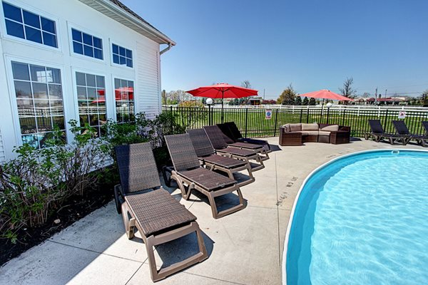 Gateway Lakes Apartments poolside.