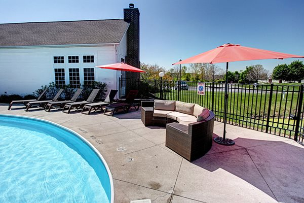 Gateway Lakes Apartments Poolside
