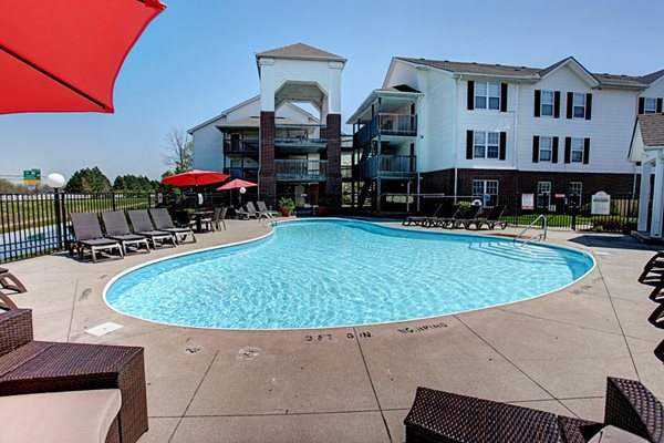 Gateway Lakes Apartments Poolside View