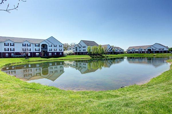 Gateway Lakes Apartments Pond