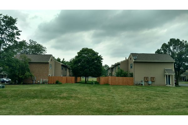 Grassy area outside Worthington Meadows Townhomes in Columbus, Ohio 43085