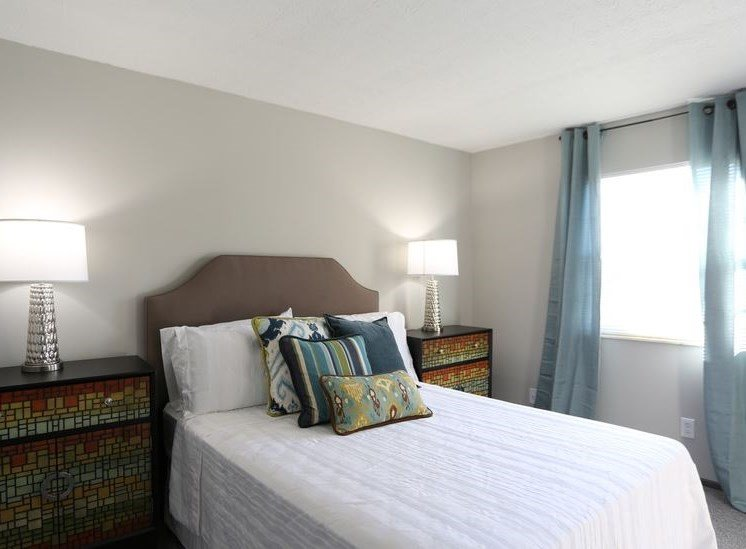 Spacious, brightly lit bedroom with large window and carpeting at Worthington Meadows Townhomes in Columbus, Ohio 43085
