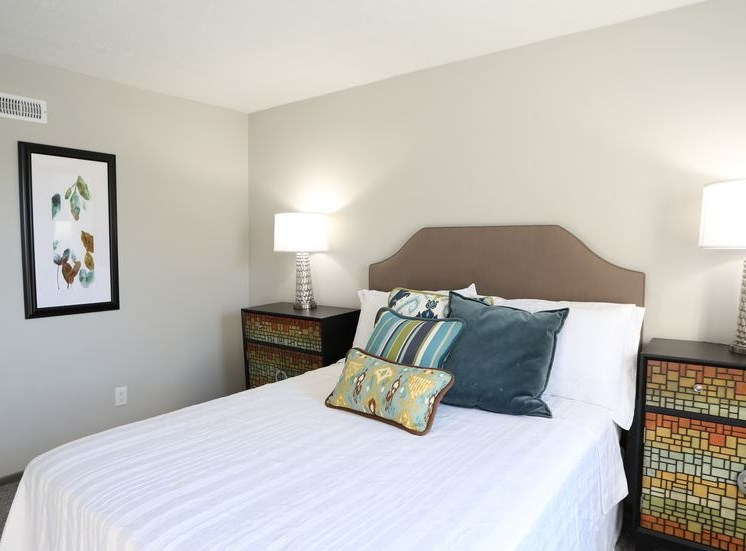 Large, brightly lit bedroom with carpeting at Worthington Meadows Townhomes in Columbus, Ohio 43085