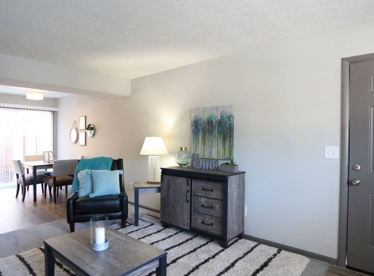 View of brightly lit living room area with carpeting at Worthington Meadows Townhomes in Columbus, Ohio 43085