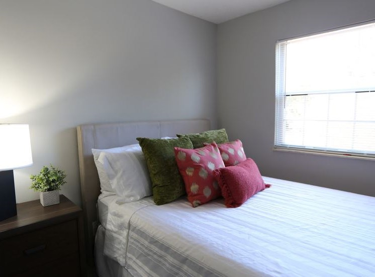 Guest bedroom with window and carpeting at Worthington Meadows Townhomes in Columbus, Ohio 43085