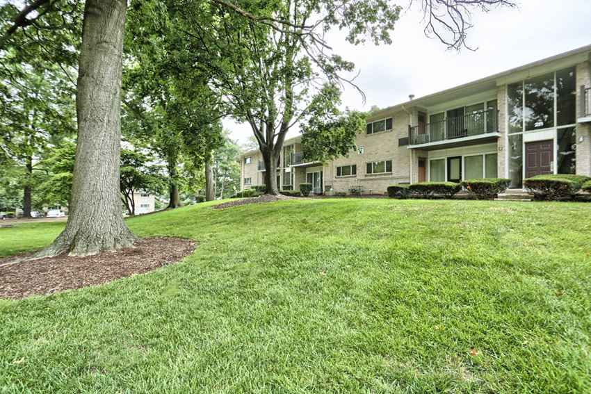 Apartments In Camp Hill at Long Meadows Apartments