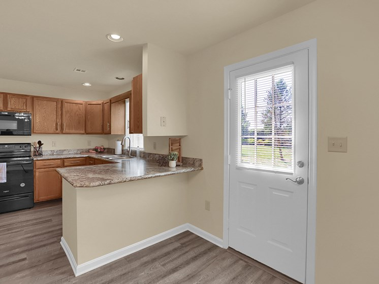 Apartment Lux Kitchen | Rockledge Townhomes in Mechanicsburg | PMI |