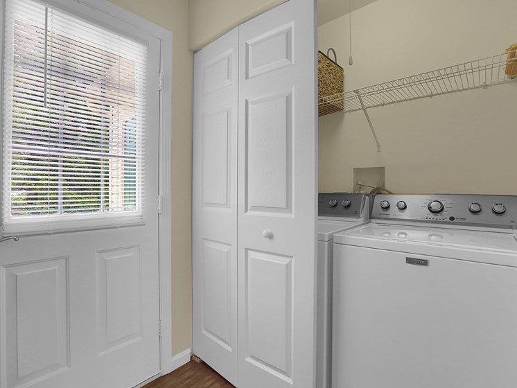 Apt Washer and Dryer | Rockledge Townhomes in Mechanicsburg | PMI |