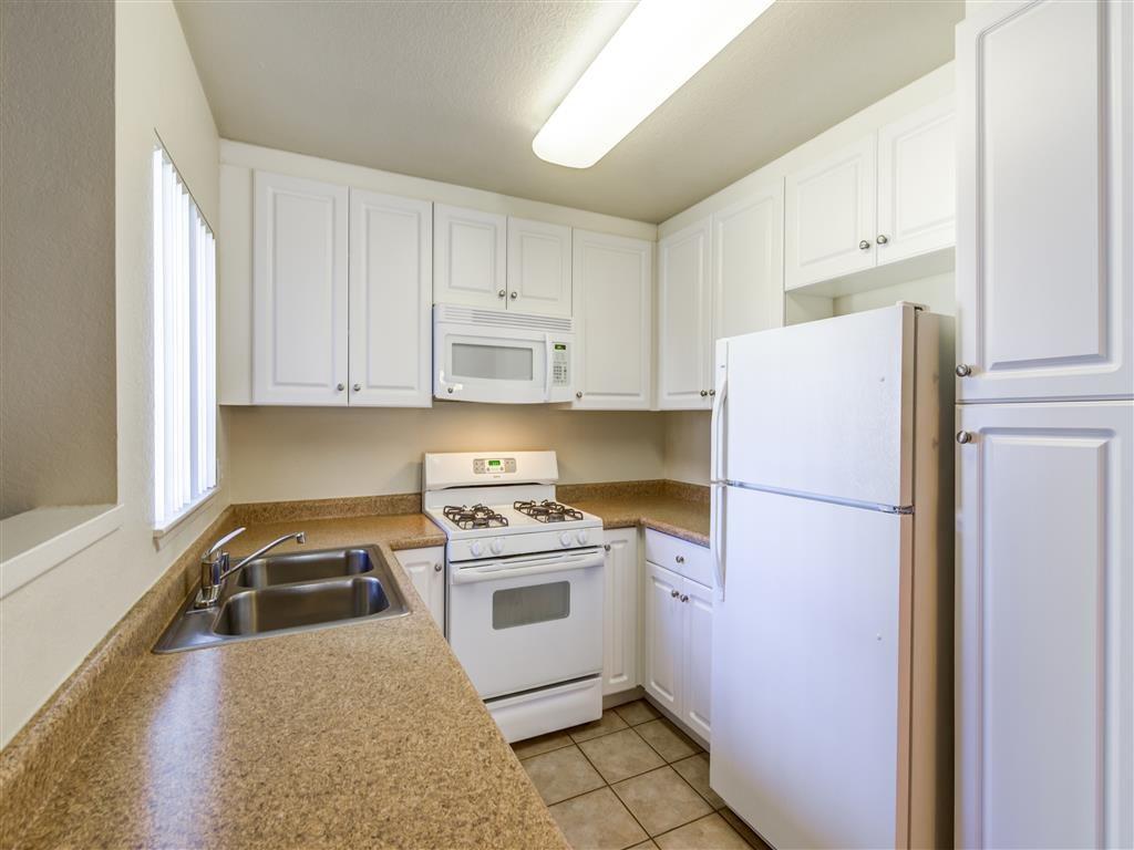 Spacious Kitchen Room