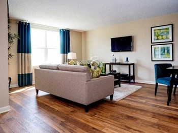 121 Hazelwood Drive 1-2 Beds Apartment for Rent Photo Gallery 1