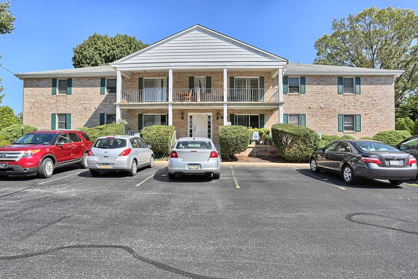 One Bedroom Apartment in Camp Hill, PA | Conodoguinet Creek View Apartments | Property Management, Inc.