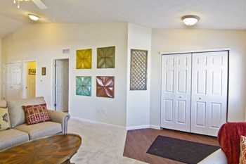 5464 Eagle River Drive 2 Beds Apartment for Rent Photo Gallery 1