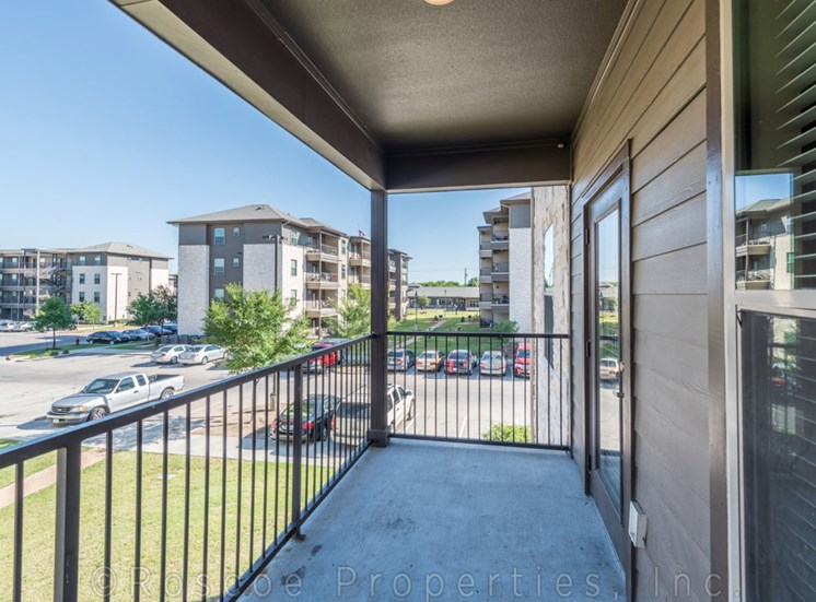 balcony-apartments-on-north-lamar