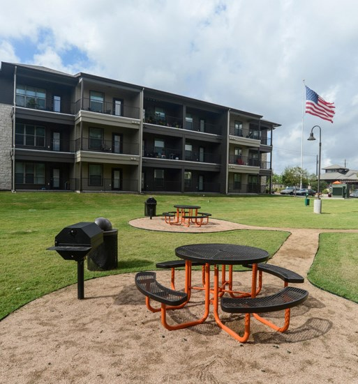 grounds-apartments-on-north-lamar