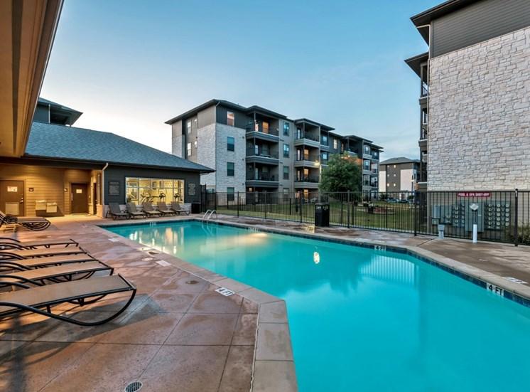 pool-apartments-on-north-lamar