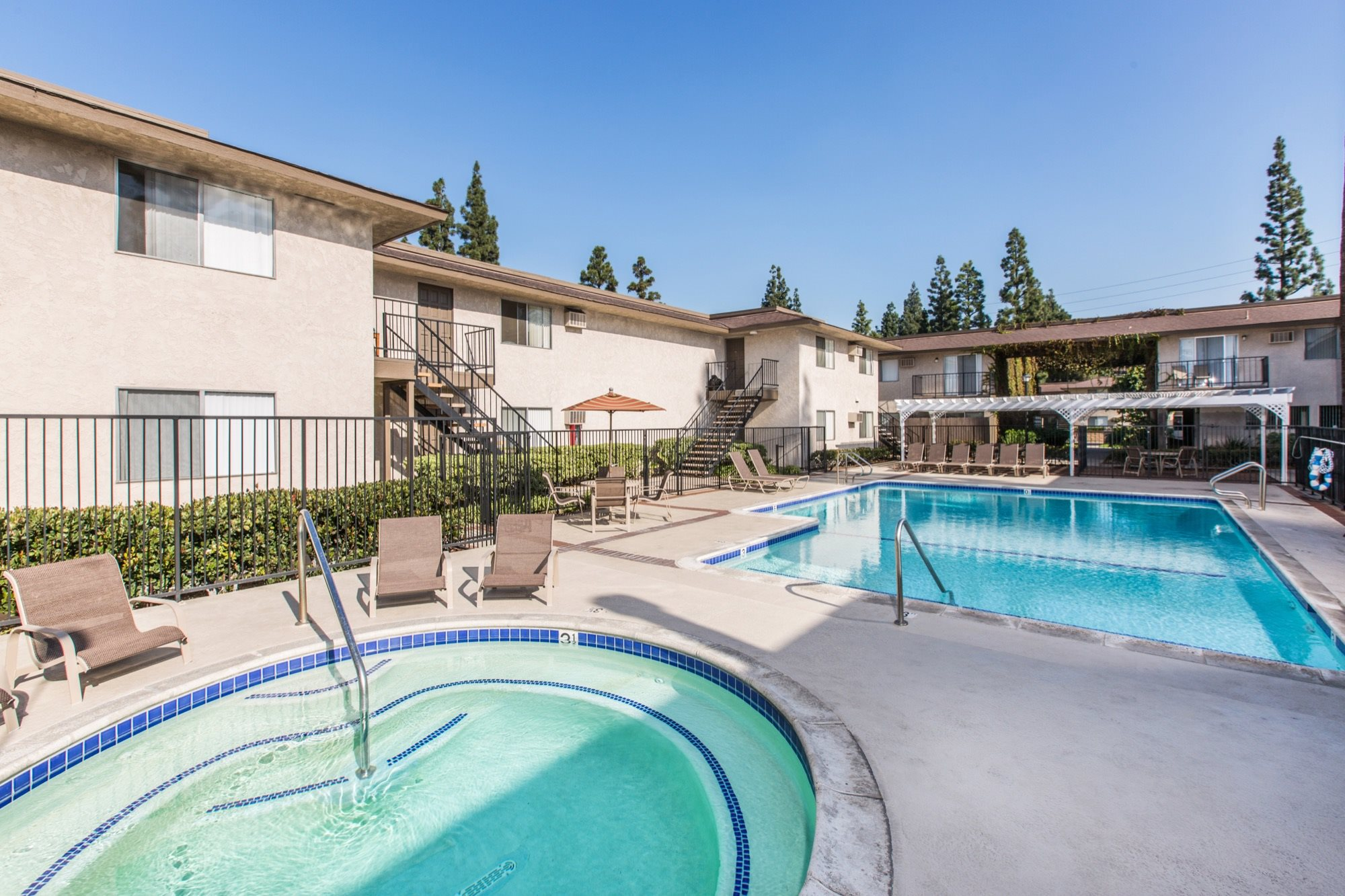 Orange grove apartments in garden grove ca for Leslie pool garden grove