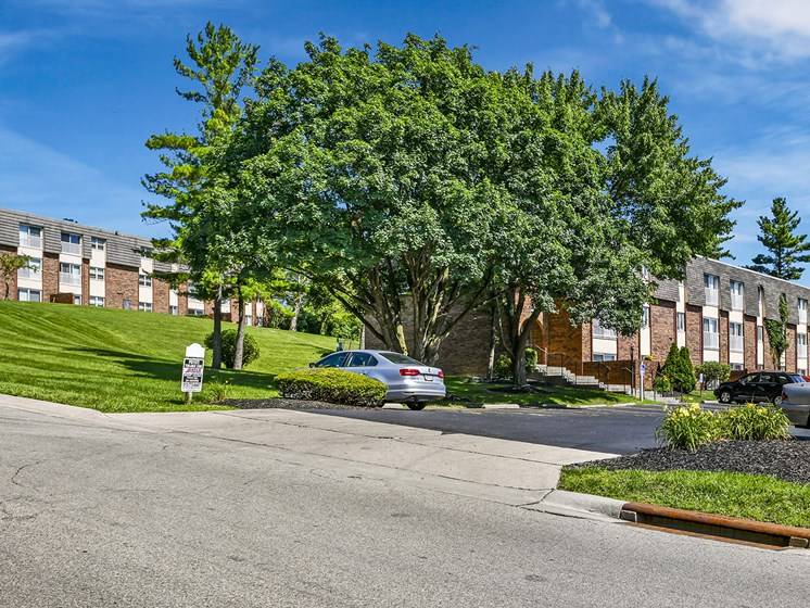 Major Street Exposure - St. Rt 128 & Pyramid Hill Blvd at Carriage Hill Apartment Homes, Hamilton, OH